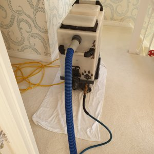 Cleaning extractor